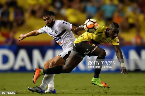 Paraguay's General Diaz player Alberto Espinola vies for the ball with Ecuador's Barcelona player Erick Castillo during their 2018 Copa Sudamericana...