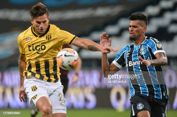 Paraguay's Guarani Raul Bobadilla and Brazil's Gremio Rodrigues vie for the ball during their closed-door Copa Libertadores round before the...