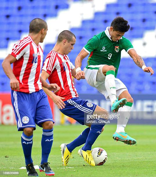 Paraguay's midfielder Rodrigo Alborno vies for the ball with Bolivia's forward Alex Pontons during their South American U20 Group A qualifier...