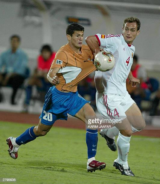 Paraguay's Nelson Heado Valdez fights for the ball against Spanish Garcia Sergio during their FIFA World Youth Championship match in al-Ain 09...