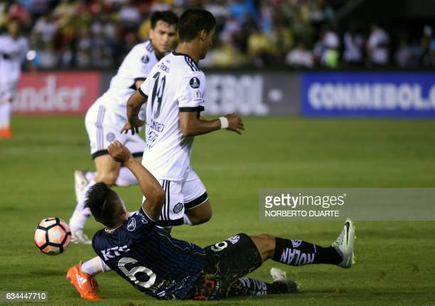 Paraguay's Olimpia player Alexis Fernandez vies for the ball with Ecuador's Independiente del Valle Luis Ayala during their Libertadores Cup football...