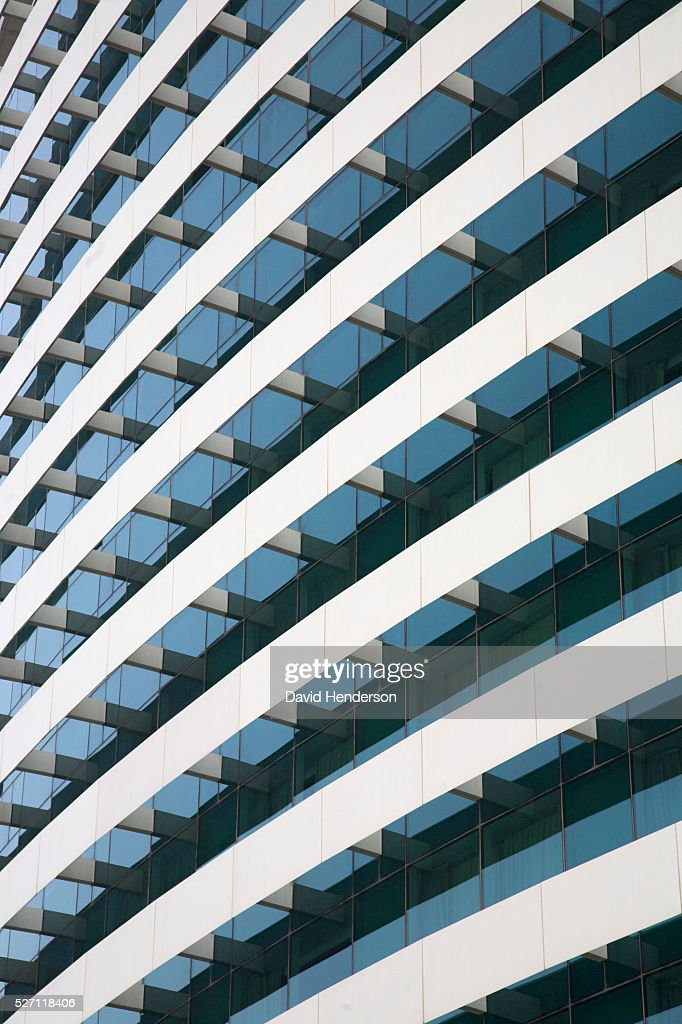 Parallel curved balconies on the front of a hotel : Stockfoto