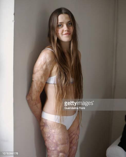 portrait of a woman - 裸 ストックフォトと画像