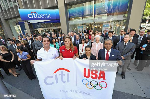 Paralympic gold medalist Jeremy Campbell Olympic gold medalist Susan Francia Olympic silver medalist Alicia Sacramone and Citi CEO Vikram Pandit hold...