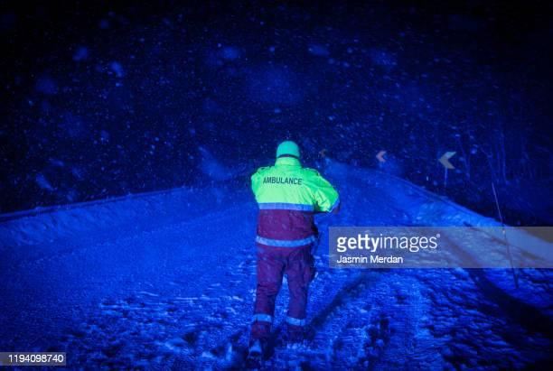 paramedic ambulance walking on road in storm night - jasmin sturm stock-fotos und bilder
