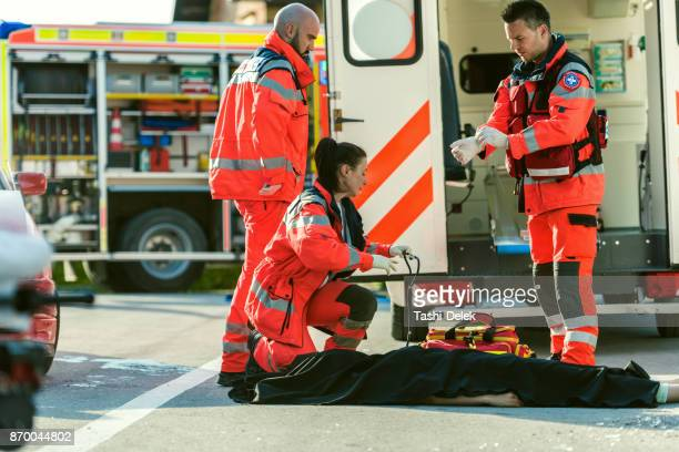 paramedic coved dead body - dead bodies in car accident photos stock photos and pictures