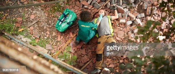 Sanitäter auf Baustelle