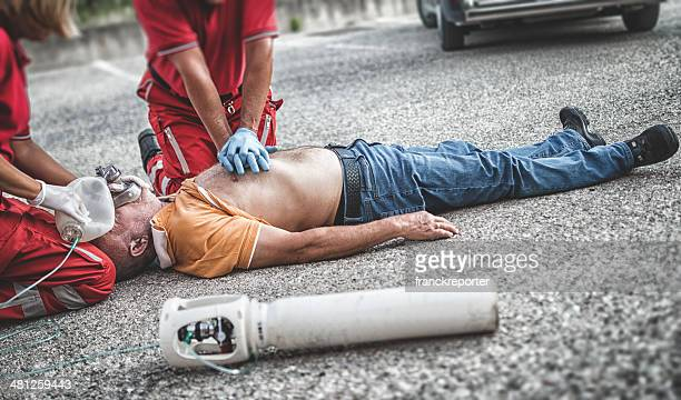 paramedic team - dead bodies in car accident photos stock pictures, royalty-free photos & images