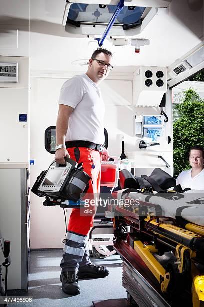 Auxiliaires médicaux ambulance équipement médical d'urgence