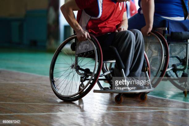 paraplegic sportsman in wheelchair - cliqueimages photos et images de collection