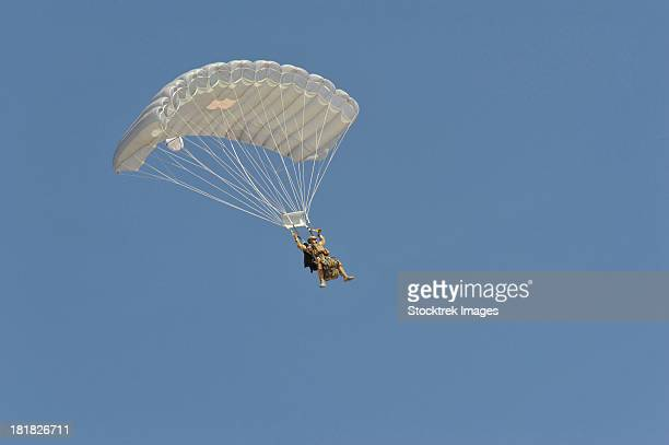 a pararecueman parachutes during a training mission. - military attack stock pictures, royalty-free photos & images