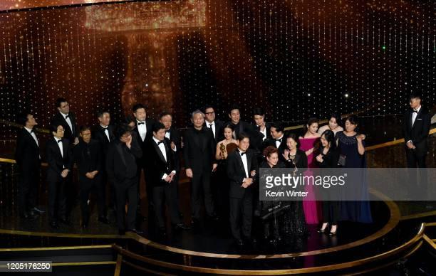 Parasite' cast and crew such as Cho Yeo-jeong, Park So-dam, Choi Woo-shik, Kang-Ho Song,Yang Jin-mo, Jin Won Han, Kwak Sin-ae, Ha-jun Lee, Yang-kwon...
