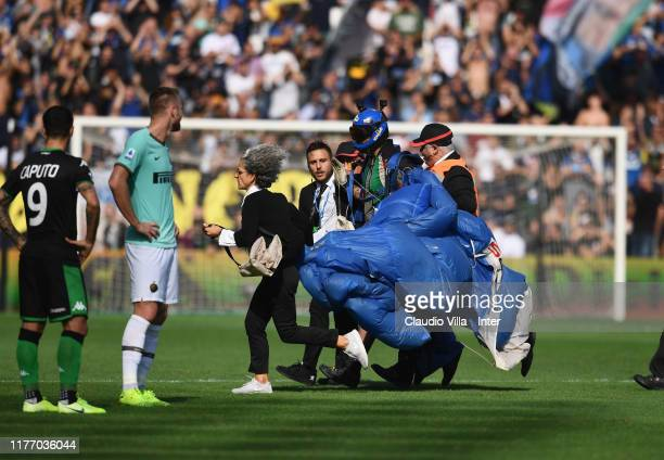 A paratrooper lands on the soccer field during the Serie A match between US Sassuolo and FC Internazionale at Mapei Stadium Cittadel Tricolore on...