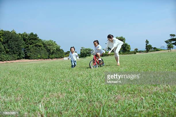 Parent and child who practices bicycle in park