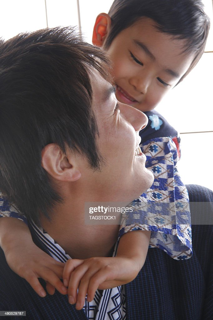 Parents and child in yukata : Stockfoto