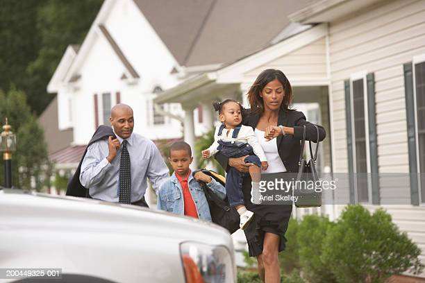 parents and children (15 months to 7) rushing off to work and school - working mother stock pictures, royalty-free photos & images