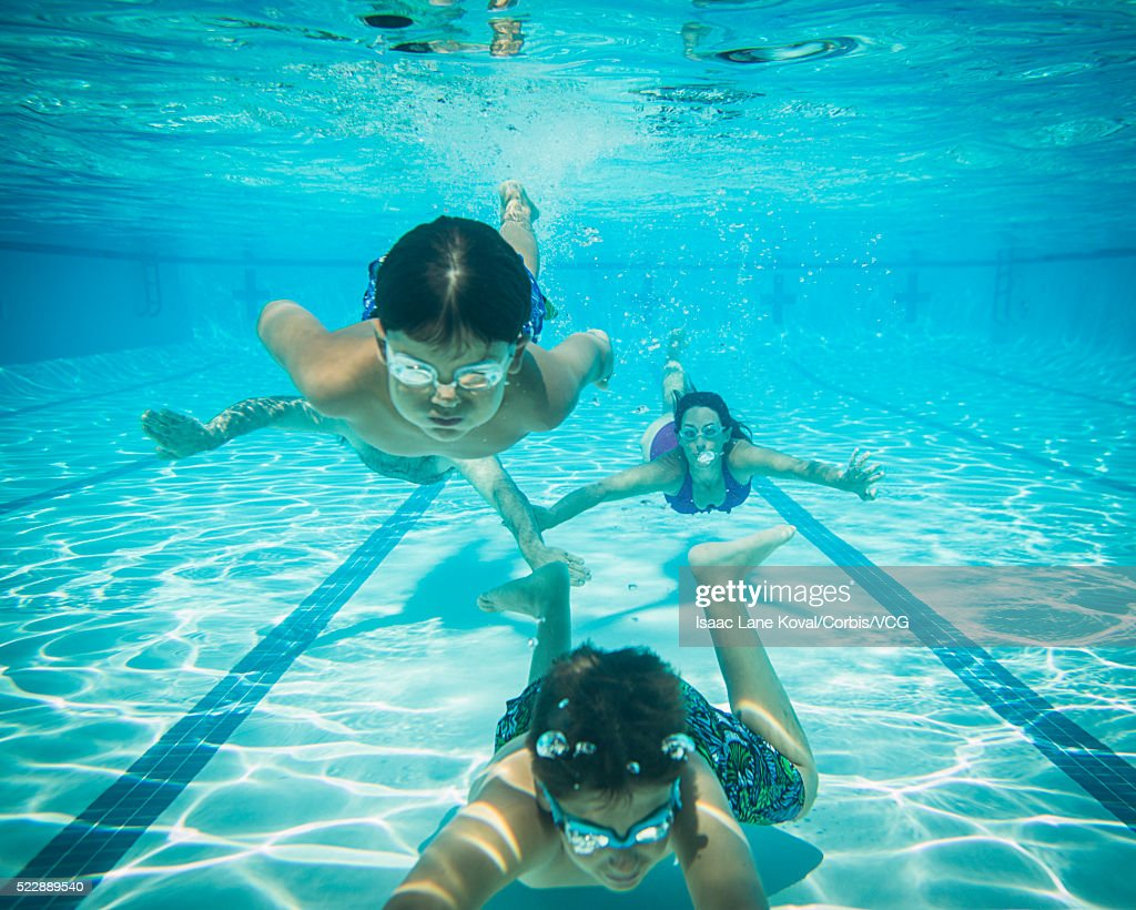 parents and kids 6 12 swimming underwater - Kids Swimming Underwater