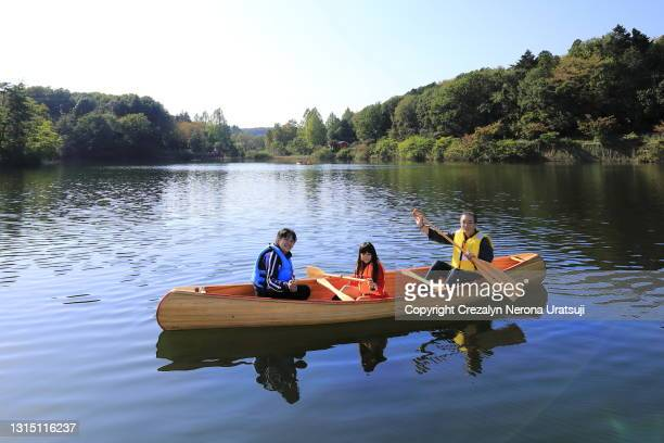 parents canoeing with their child - saitama prefecture stock pictures, royalty-free photos & images