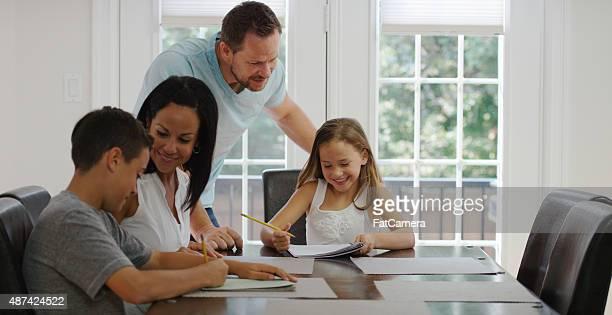 Aident les Parents enfants avec bureau