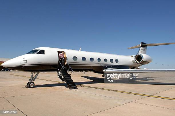 Parents of missing fouryearold Madeleine McCann Kate and Gerry McCann disembark a private jet owned by Sir Philip Green in Rome prior to a audience...