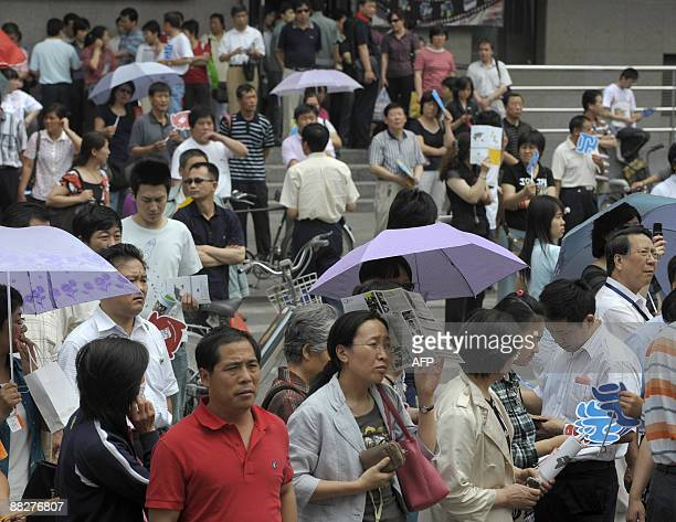 Parents wait for candidates at the exam site of the national college entrance examination in Beijing on June 7 2009 The annual national college...