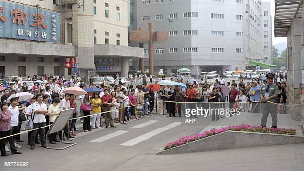 Parents wait for students at the exam site of the national college entrance examination in Beijing on June 7 2009 The annual national college...