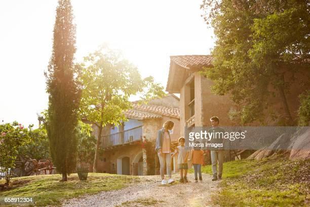 parents walking with children on pathway - scena non urbana foto e immagini stock