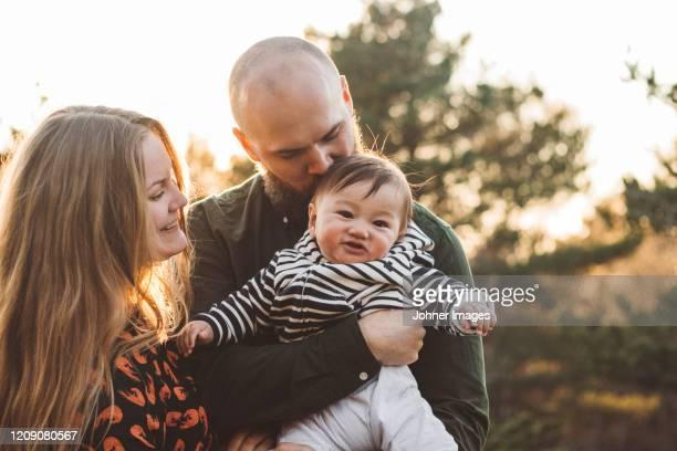 parents with baby - adoptie stockfoto's en -beelden