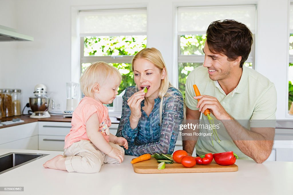 Parents with daughter (12-23 months) in kitchen : Stock Photo