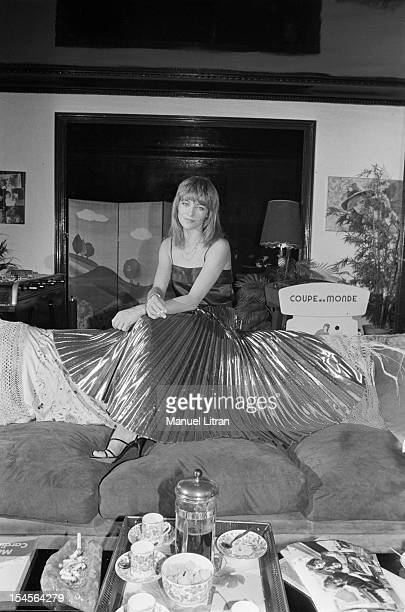 Paris 10 November 1978 the actress Nathalie Delon in his apartment In the living room sitting on the back of his sofa Nathalie Delon wears a pleated...
