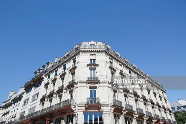 paris, 1st arrondissement. district of les halles. residential buildings, rue saint denis. - seine st denis stock pictures, royalty-free photos & images