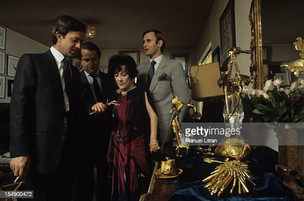 Paris 2 November 1983 Mafalda DAVIS former lady companion of King Farouk of Egypt Salvador DALI agent and writer presents his collection of art works...