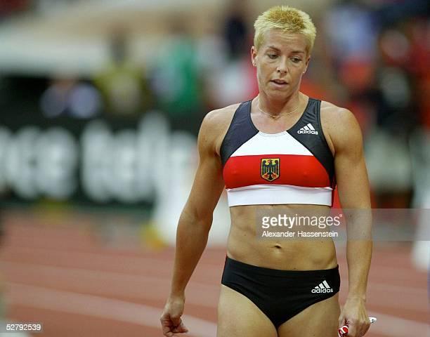 WM 2003 Paris 4 x 400 m Staffel/Frauen/Finale Grit BREUER/GER als Schlusslaeuferin im Ziel