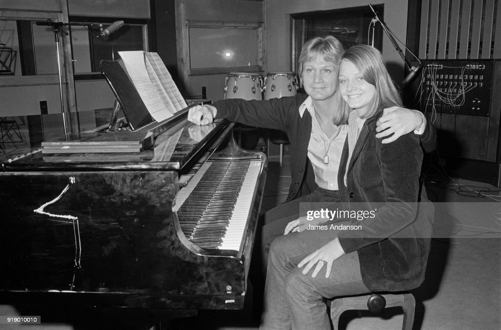 Paris - American actress Jodie Foster has recorded her first song she will sing in the next tv show of french singer Claude François, 23th November 1977