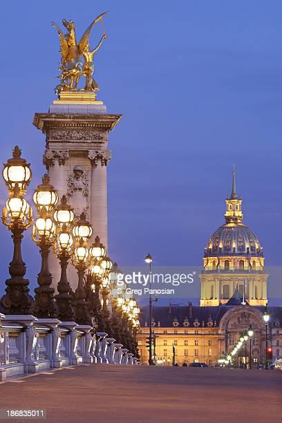 Architecture de Paris dans la nuit