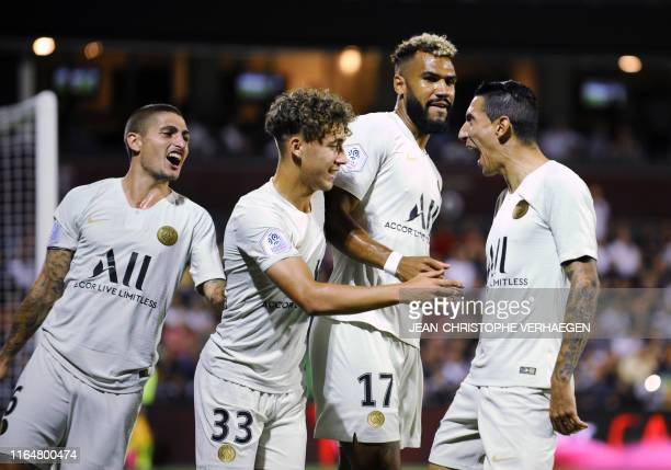 Paris' Argentinian midfielder Angel Di Maria celebrates with teammates after scoring a goal during the French L1 football match between Metz and...