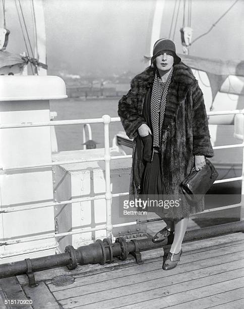 SS Paris Arrives New York Miss Tamara de Lempicka famous Polish artist as she arrived here this morning for a short visit to the US