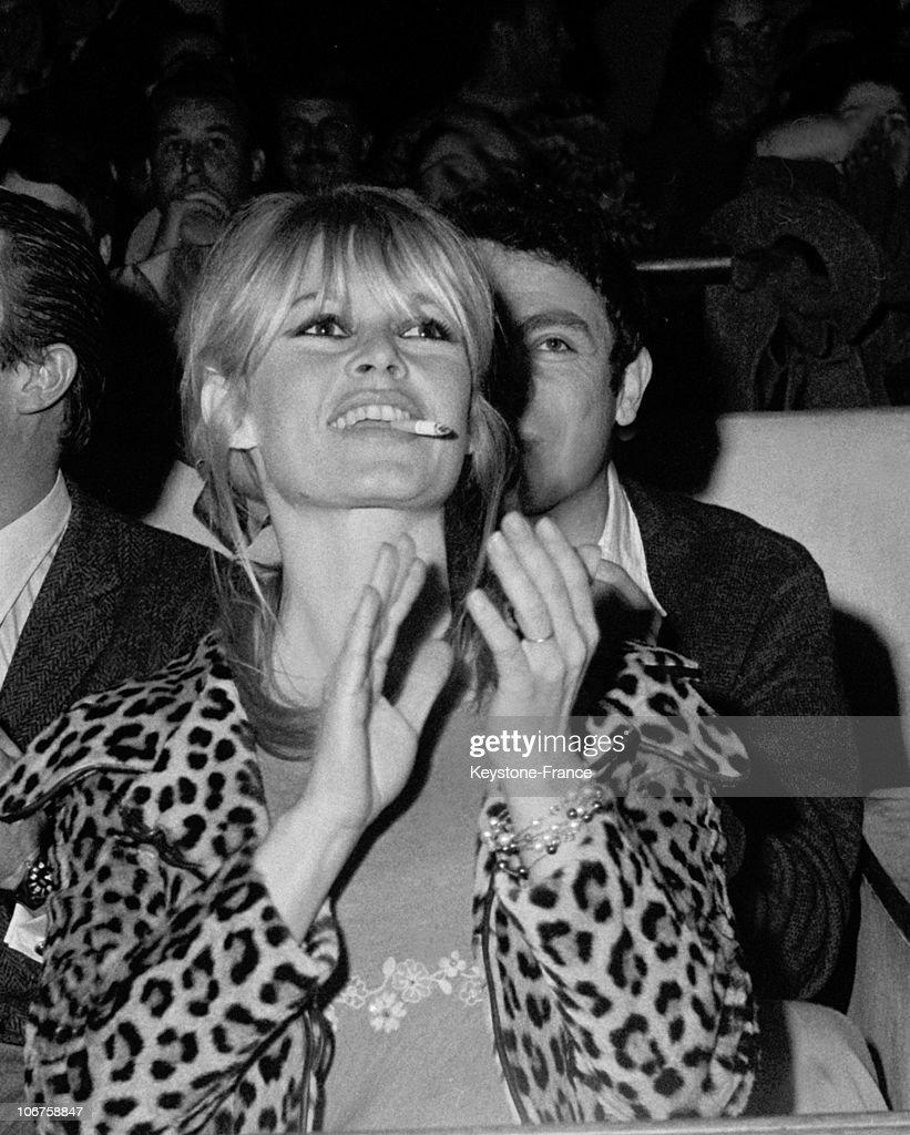 Paris, Brigitte Bardot Supporting Bob Zaguri During The Artists Vs Journalists Volley Ball Match In March 1966. : News Photo