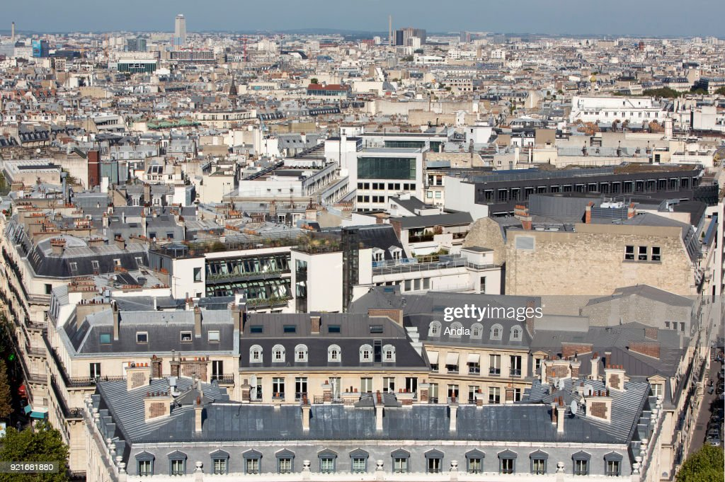buildings in the northern districts of the capital city, in the 8th and 17th arrondissement (district), between Avenue Wagram and Avenue Hoche.