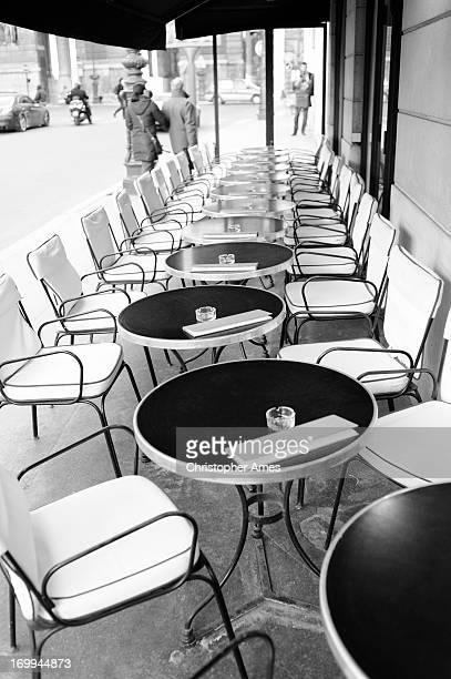 Paris café des Tables et des chaises à l'extérieur
