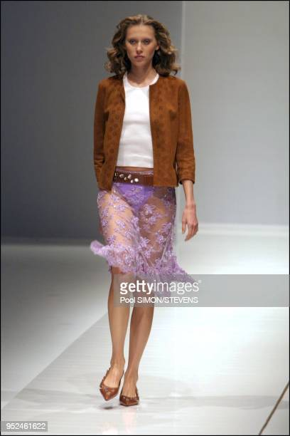 eba328a02611 Paris  Celine 2002 Spring Summer ready to wear fashion show Pictures ...
