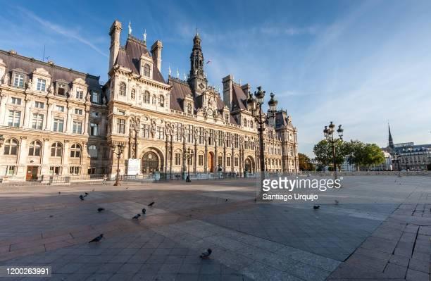 paris city hall - rathaus stock-fotos und bilder