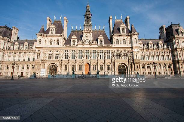 paris city hall - rathaus stock-fotos und bilder