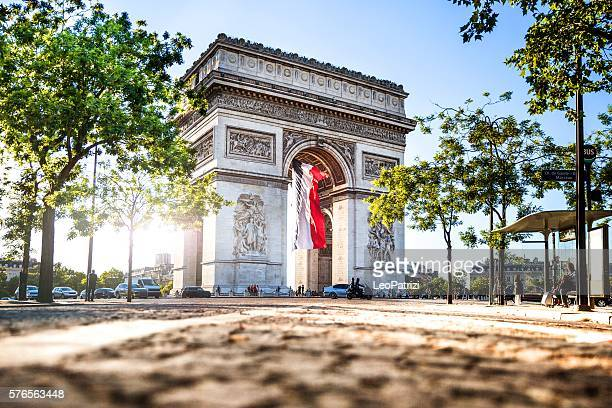 paris city view - arc de triomphe - champs elysees quarter stock pictures, royalty-free photos & images