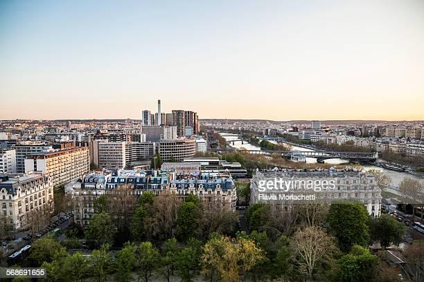 paris cityscape at sunset - île de france photos et images de collection