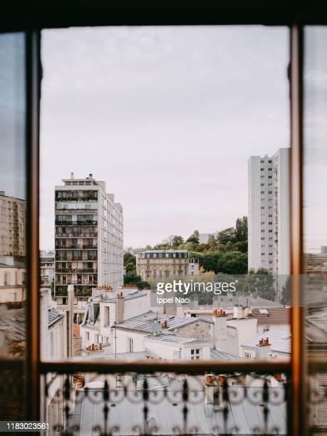 paris cityscape from window - paysage urbain photos et images de collection