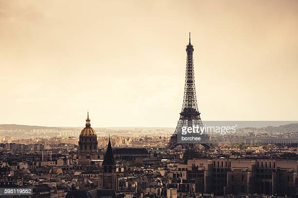 paris cityscape with eiffel tower - paris stockfoto's en -beelden