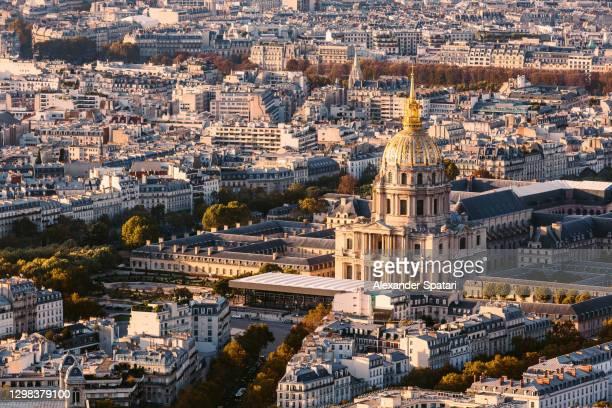 paris cityscape with hotel des invalides at sunset, paris, france - カルチェデザンヴァリッド ストックフォトと画像