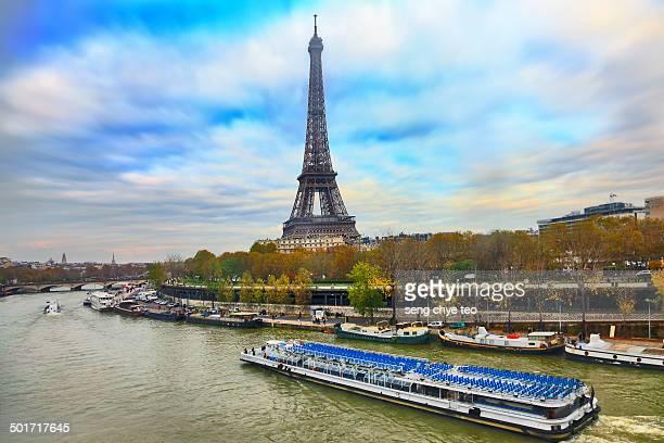 paris eiffel tower - paquebot france photos et images de collection