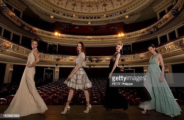 Paris Eternal Muse Of Fashion 60 ans de mode à l'occasion de l'anniversaire de Paris Match quatre mannequins sur la scène du théâtre de Marigny à...